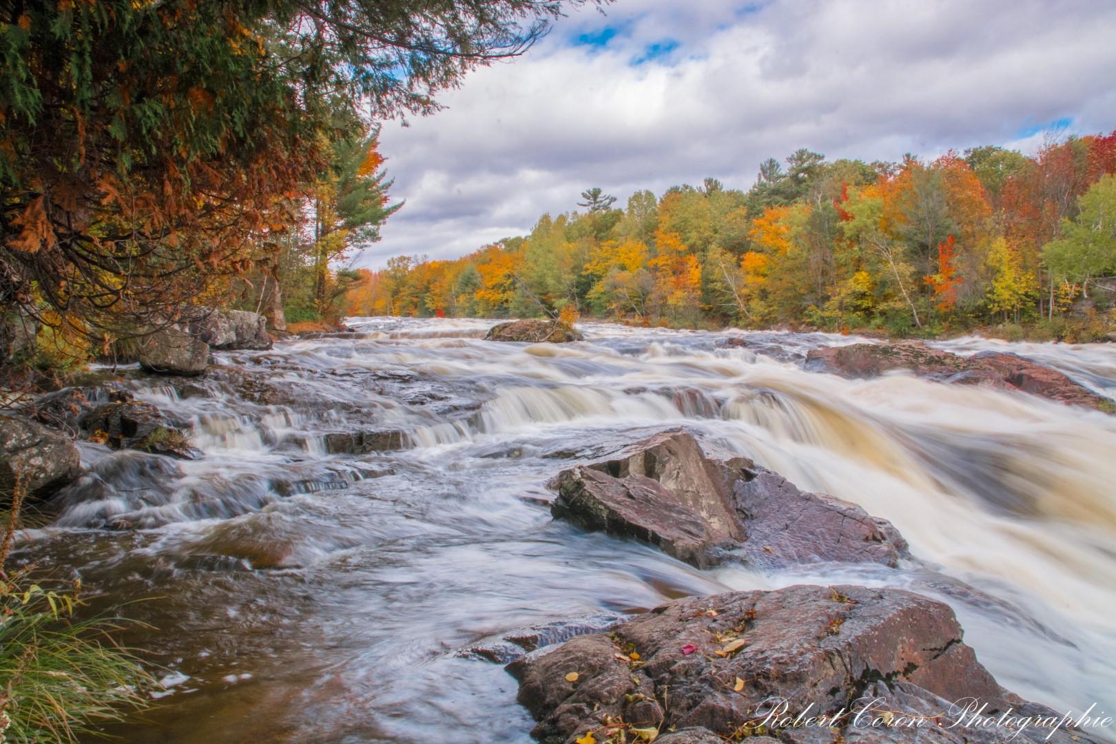 Rivière d'automne de Robert Coron